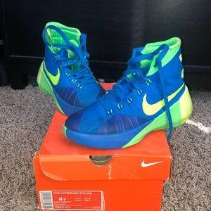 Youth Nike Hyperdunk 2015 size 4y.